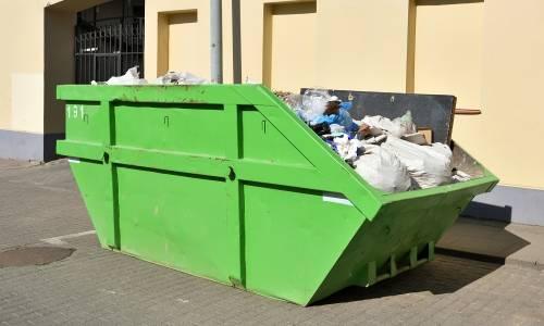 Czy postawienie kontenera na odpady wymaga pozwolenia?