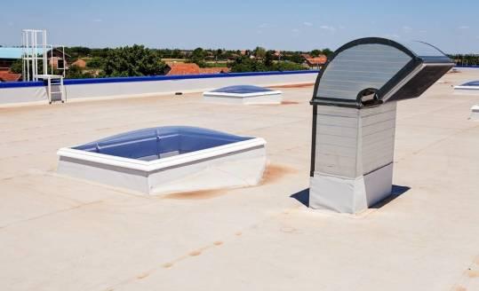 Specyfika izolacji dachu płaskiego. Co warto wiedzieć?