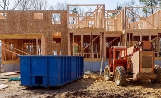 Jak pozbyć się gruzu i materiałów budowlanych z posesji?