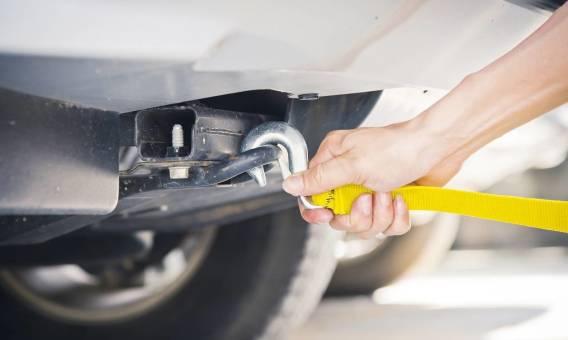 Najczęstsze błędy popełniane przy holowaniu samochodu