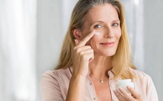 Jak nawilżanie twarzy wpływa na redukcję oznaki starzenia?