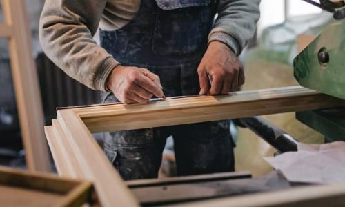 Etapy produkcji okien drewnianych