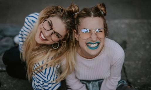 Okulary korekcyjne jako element stylizacji