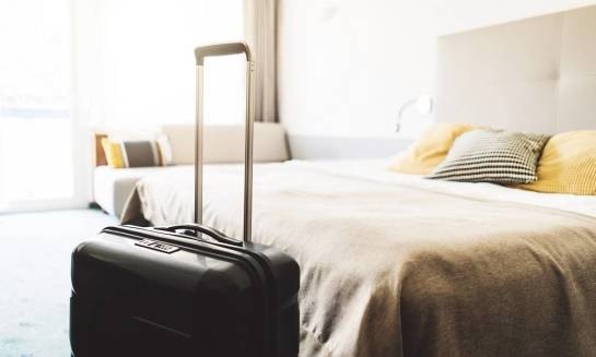 Który hotel warto wybrać – w centrum miasta czy w jego okolicy?