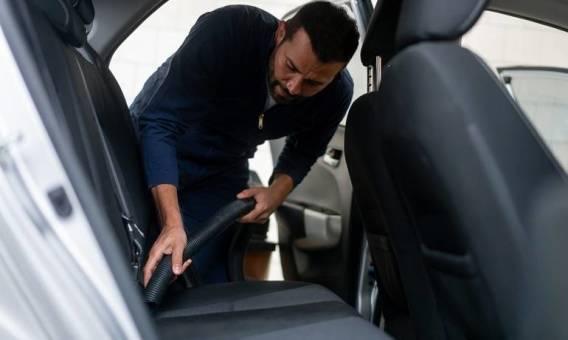 Czym odkurzać wnętrze samochodu?