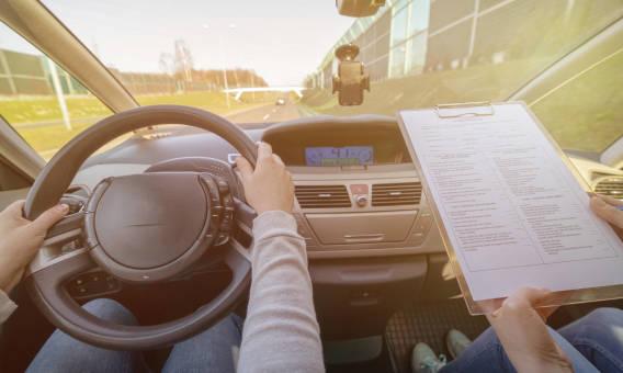 Jak wygląda egzamin na prawo jazdy kategorii B?