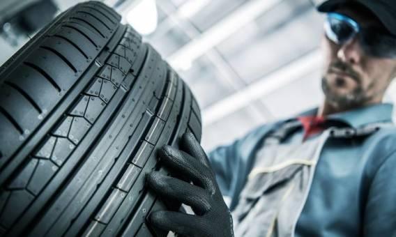 Wymiana opon w samochodzie - dlaczego warto zaufać specjalistom?