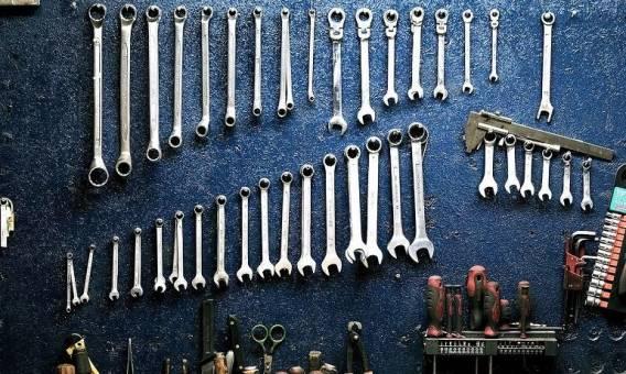Rodzaje kluczy wśród profesjonalnych narzędzi warsztatowych