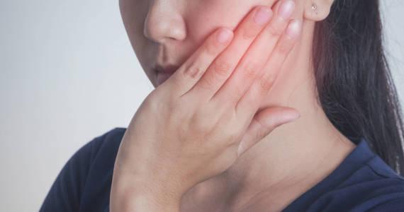 Zapalenie dziąseł. Przyczyny, objawy, leczenie