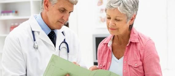 Dolegliwości okresu menopauzy. Jak się z nimi uporać?