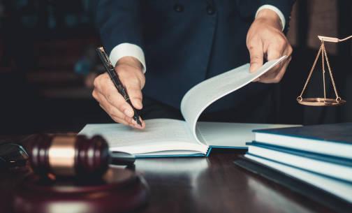 Radca prawny czy adwokat? Czym różnią się te zawody?