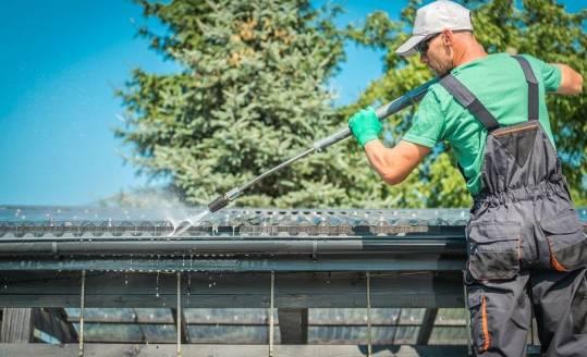 Czyszczenie pokryć dachowych