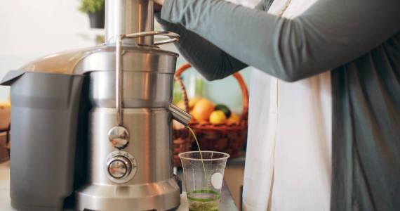 Jak wybrać wyciskarkę wolnoobrotową do soków?