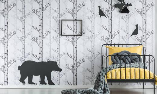 Jak przykleić naklejki na ścianę? Wybór i modne wzory