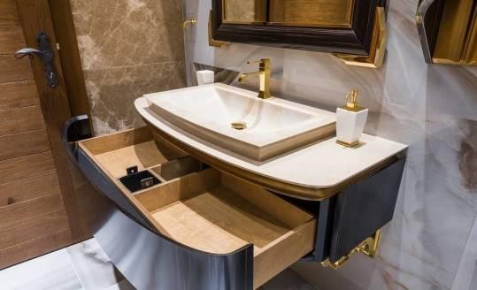 Jakie drewno jest wykorzystywane do budowy baterii łazienkowych?