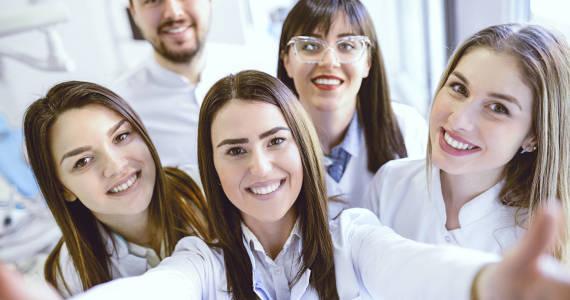 Jak zostać dentystą w Polsce? Krok po kroku