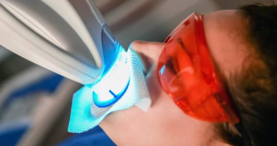 Co to jest stomatologia estetyczna i kiedy z niej skorzystać?