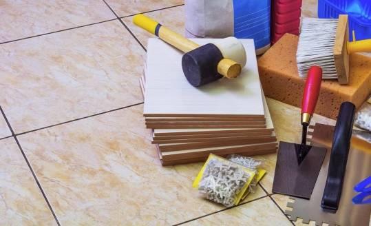 Narzędzia ręczne w pracach glazurniczych