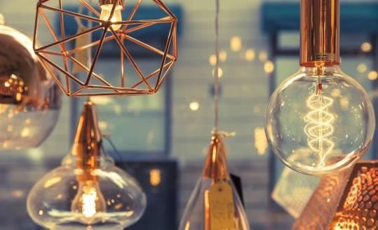 Lampa druciana. Oryginalny pomysł na dekorację