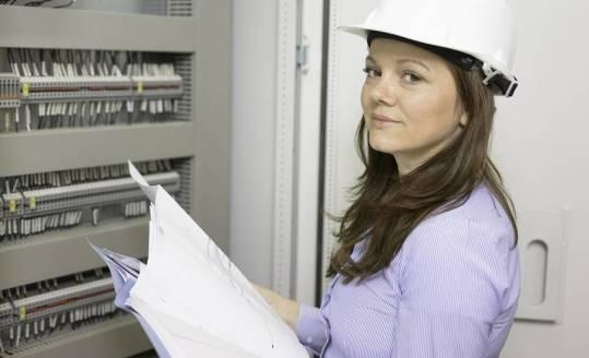 Jak dobrać generator prądu na budowę?