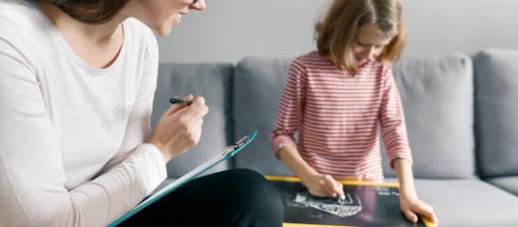 Różnice między psychologiem, a psychoterapeutą dziecięcym