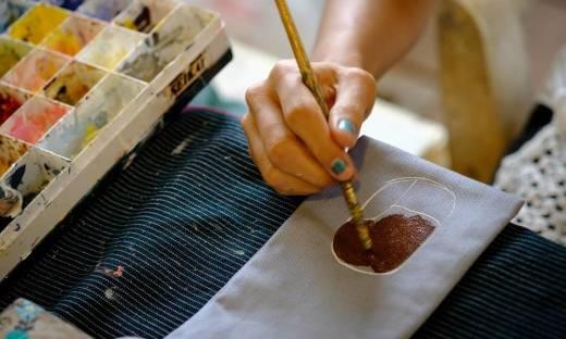 Malujemy na tkaninie. Farba, konturówka czy mazak do  ubrań?