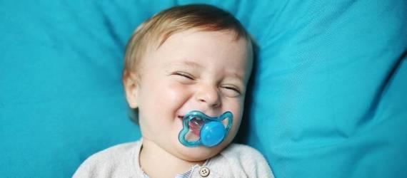 Czy warto dawać dziecku smoczek?