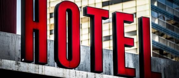 Czy hotel to dobre miejsce na imprezę okolicznościową? Za i przeciw