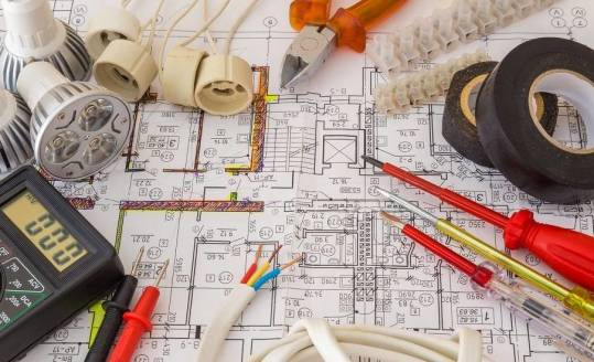 Kiedy domowa instalacja elektryczna wymaga modernizacji?