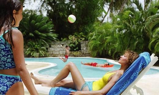 Dlaczego warto wybrać hotel z basenem?