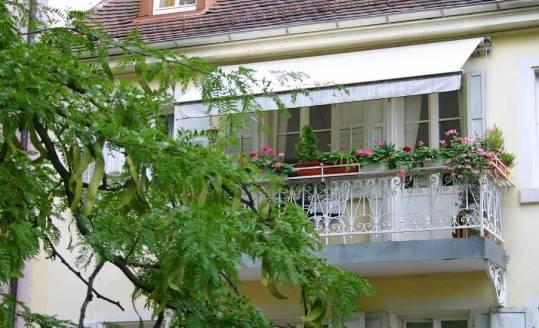 Praktyczne sposoby zadaszenia balkonu
