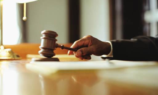 Który sąd jest ważniejszy – rejonowy czy okręgowy? Poznaj podstawowy zakres działalności sądownictwa w Polsce!