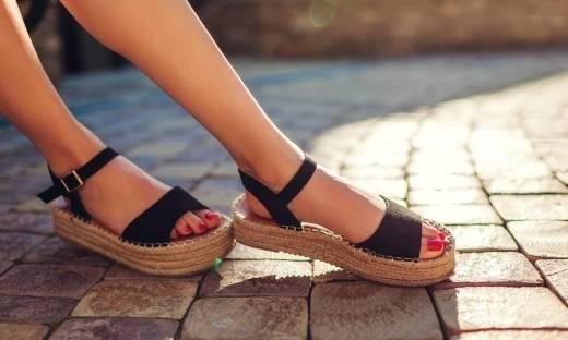 Klapki czy sandały - na jaki typ letniego obuwia damskiego się zdecydować?