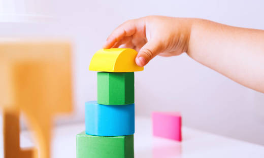 W czym tkwi sekret ponadczasowości zabawek drewnianych?