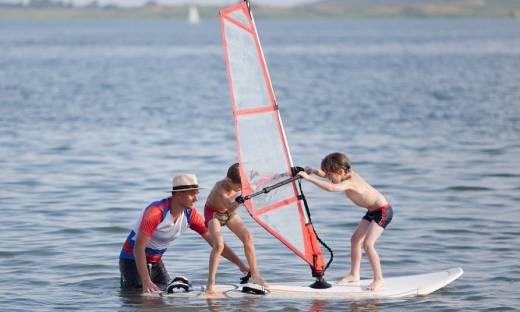 W jakim wieku dziecko może zacząć przygodę z windsurfingiem?