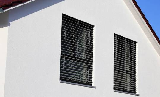 Na jakim etapie budowy domu warto rozważyć rolety podtynkowe?