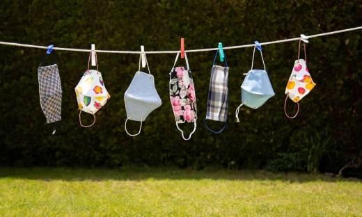 Wielorazowe maseczki bawełniane z nadrukiem. Jakie wybrać, co warto wiedzieć o ich użytkowaniu?