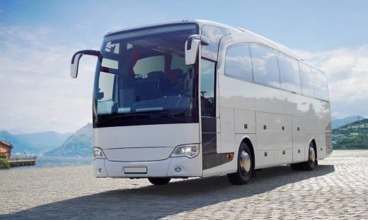 Jakie standardy powinien spełniać autobus wycieczkowy?