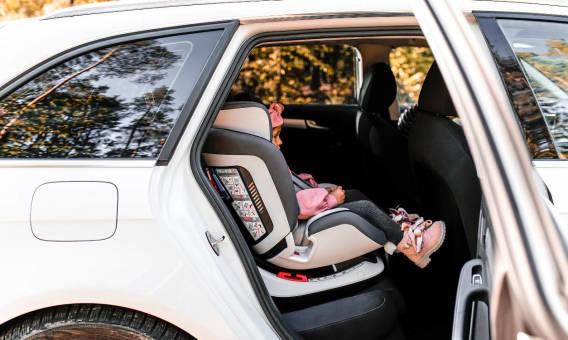 Jakie certyfikaty i atesty powinny mieć foteliki samochodowe?
