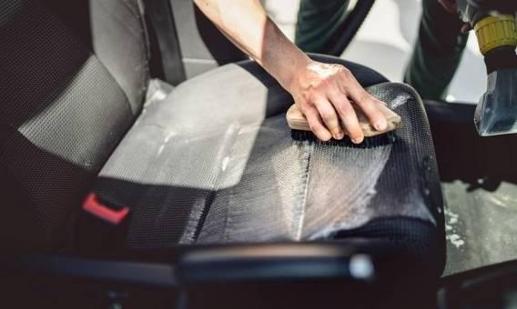 Jak prać tapicerkę samochodową?