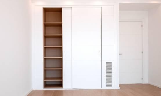 Dlaczego szafy wnękowe to doskonałe rozwiązanie dla wnętrz o małym metrażu?