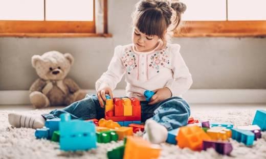 Dlaczego dzieci lubią się bawić klockami?