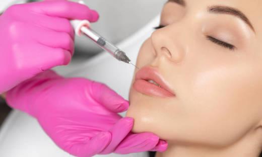 Jak wygląda zabieg powiększania ust?