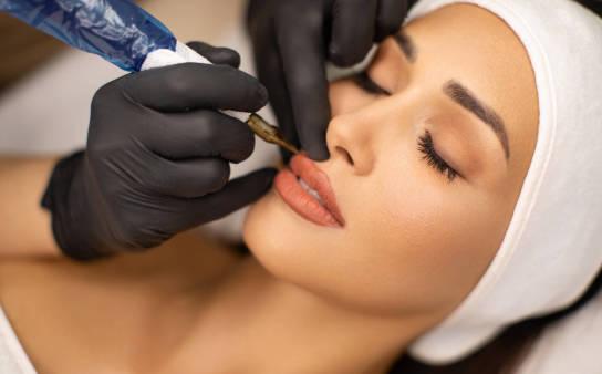 Makijaż permanentny – jak wygląda  zabieg i pielęgnacja?