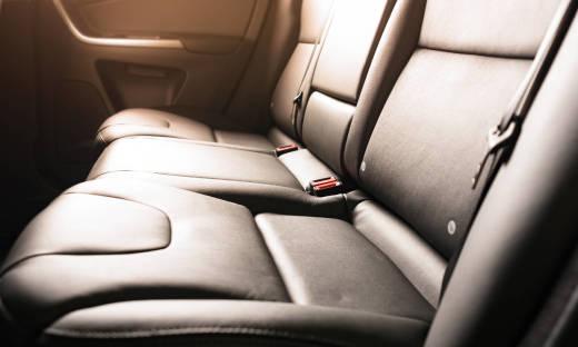 Dlaczego warto pokryć wnętrze pojazdu tapicerką?