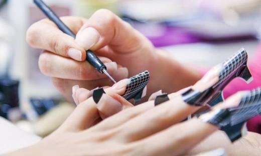Jaką metodą przedłużać paznokcie?