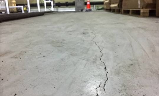 Rysy i spękania w betonie - możliwe zagrożenia