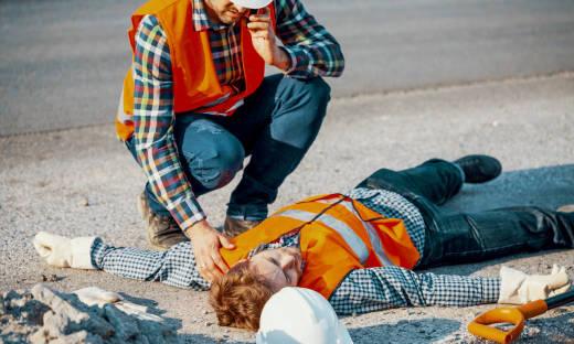 Wypadek w pracy. Kiedy przysługuje odszkodowanie?