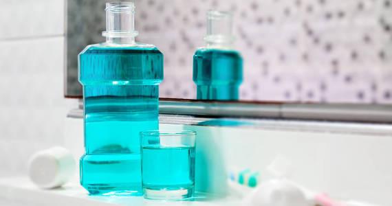 Płyn do płukania jamy ustnej – łagodny, czy intensywny w smaku?