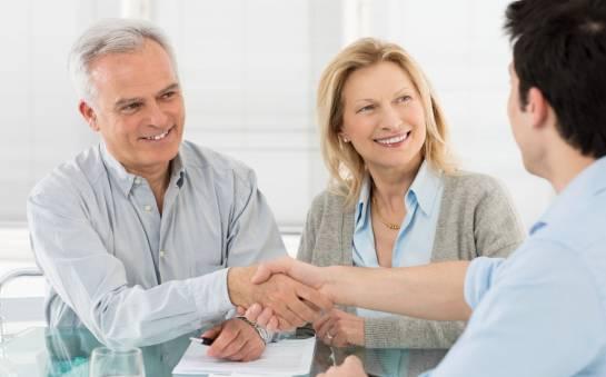 Dom opieki dla seniorów – jaki personel powinien zatrudniać?